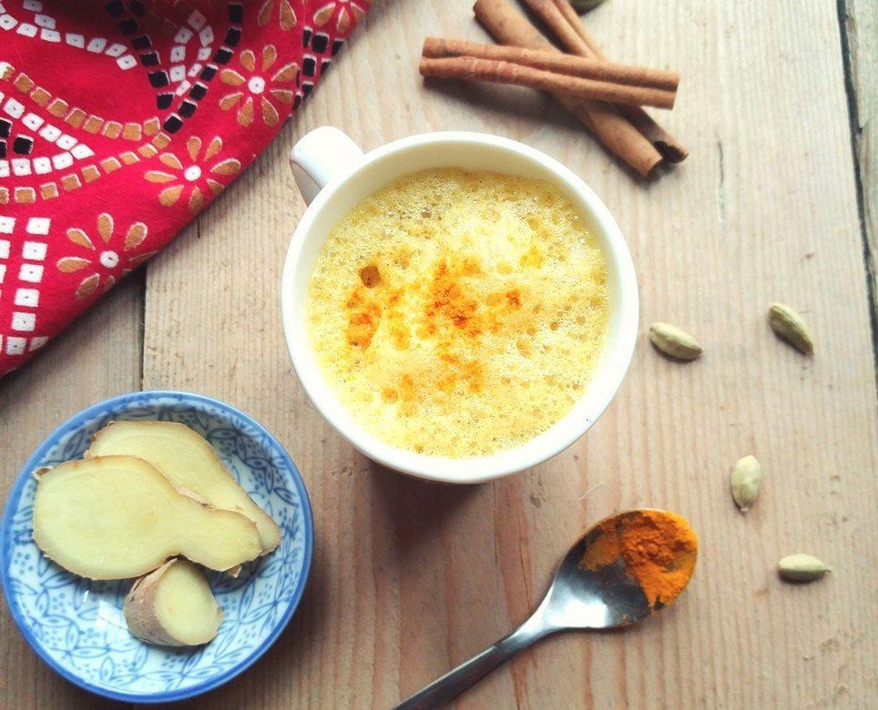 latte-de-curcuma-leche-dorada-1-cropped